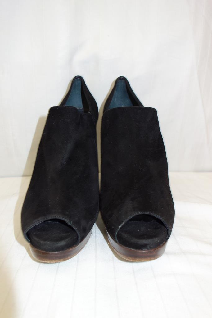 Stuart Wiessman shoes at Michelo Haak Lifestyle DSC00588