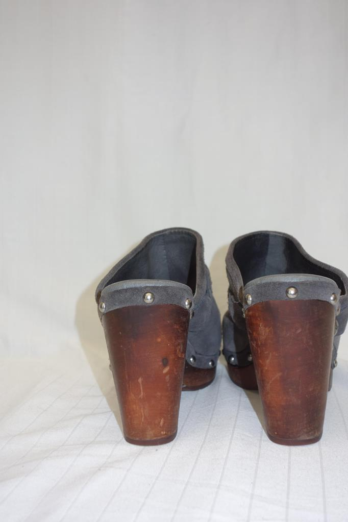 UGGS grey Clogs at Michelo Haak