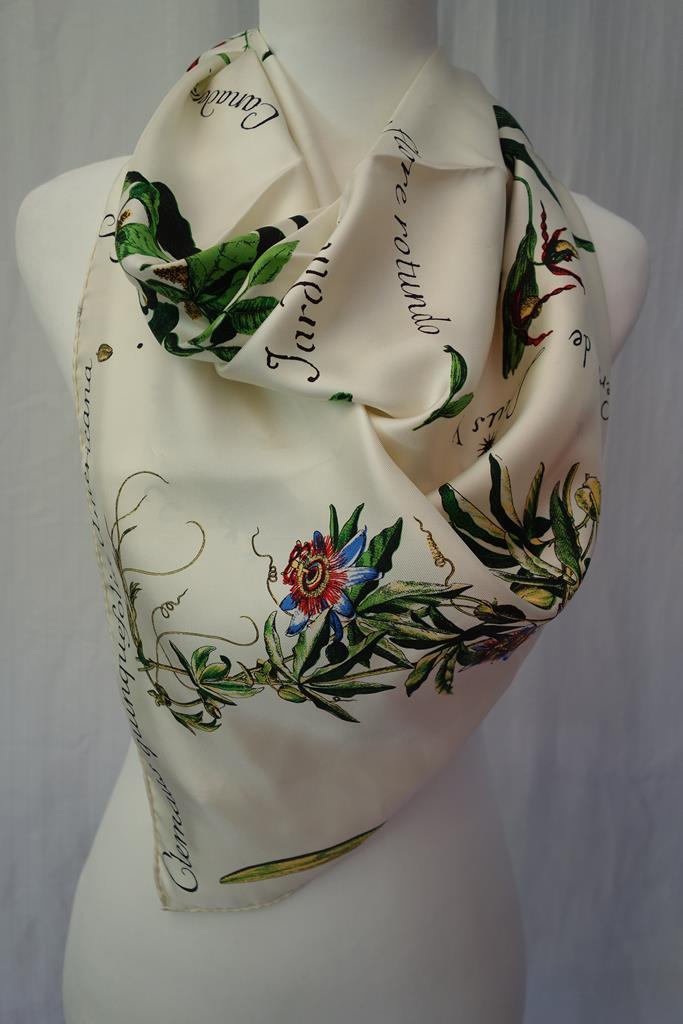 Chateau de Versailles scarf at Michelo Haak Lifestyle DSC01475